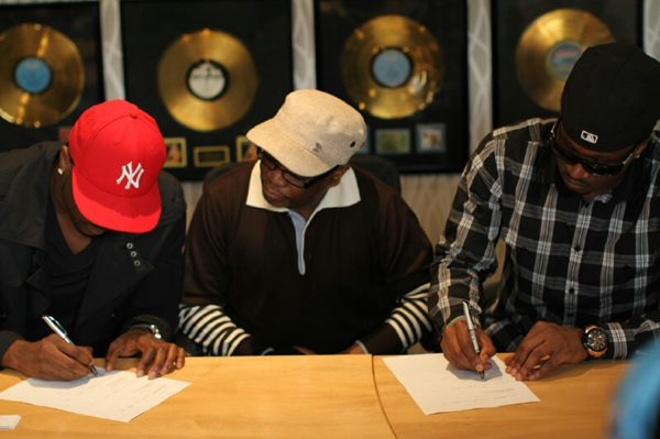 psquare sign to universal